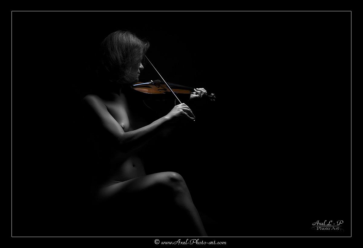 Sensuelle Violoniste – Désaturation partielle